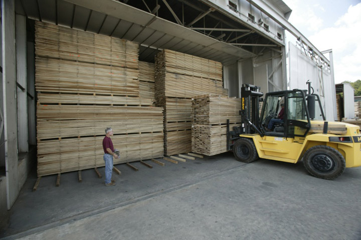 forklift loading kiln with lumber